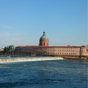 Terrasse XXL surplombant la Garonne à Toulouse